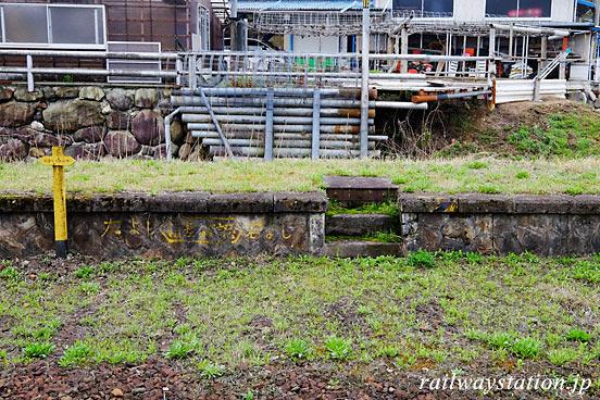 芸備線・野馳駅、廃ホーム跡の階段