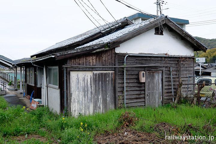 JR姫新線・太市駅、古色蒼然とした木造駅舎が残る