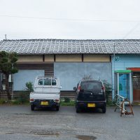 JR姫新線・太市駅、一部が新建材で改修された木造駅舎