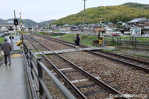 JR西日本姫新線・太市駅、ホーム間の構内通路