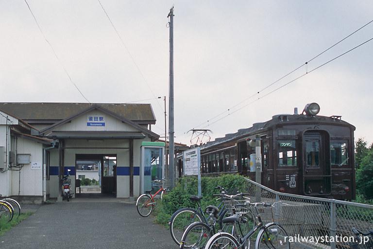 小野田線・雀田駅、本山支線ホームに停車する旧型国電クモハ42