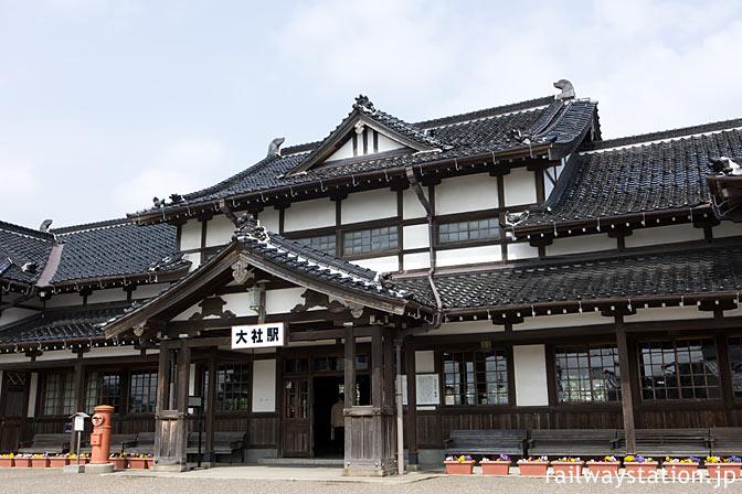 大社線・大社駅、寺社か旅館かという和風木造駅舎は重要文化財に