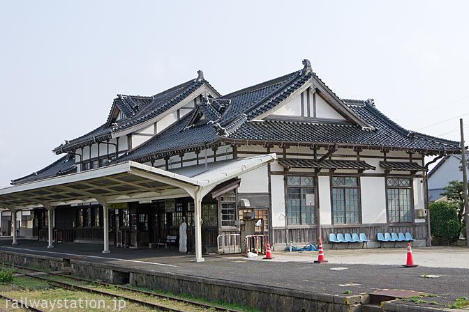 大社線・大社駅、重文の木造駅舎、ホーム側の風景