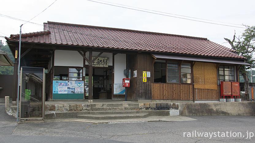 JR津山線・建部駅、明治33年築の木造駅舎は登録有形文化財に