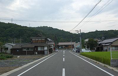 JR津山線・建部駅、のどかな駅周辺の風景
