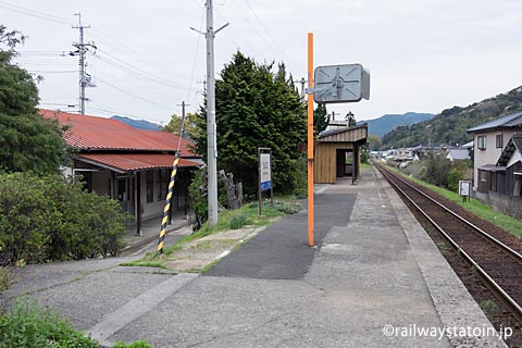 JR西日本・山陰本線・玉江駅、1面1線のプラットホーム