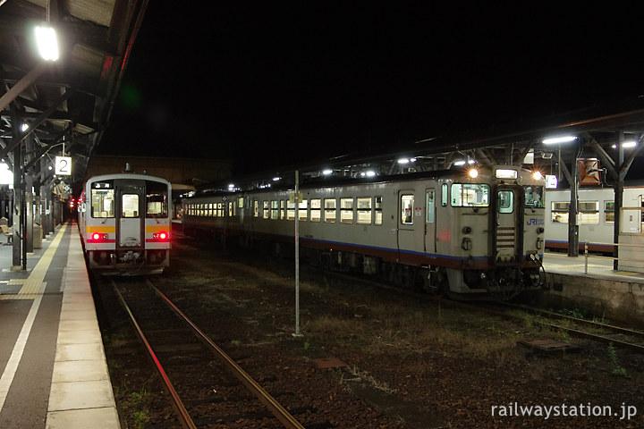 夜明け前に津山駅に集う津山線、因美線、姫新線の1番列車