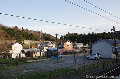 JR北陸本線・牛ノ谷駅、県境で秘境駅ムード漂う