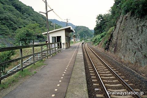山陰本線・湯里駅、プラットホーム