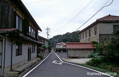 島根県大田市、山陰本線・湯里駅近くのこじんまりとした街並み