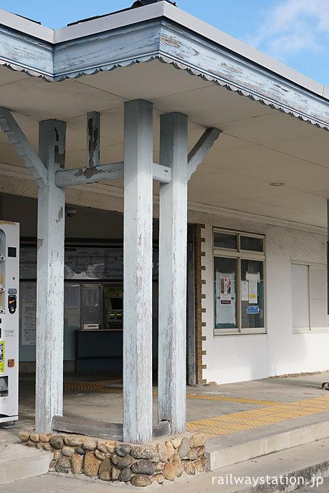 近鉄名古屋本線・鼓ヶ浦駅の木造駅舎、車寄せの木の軒