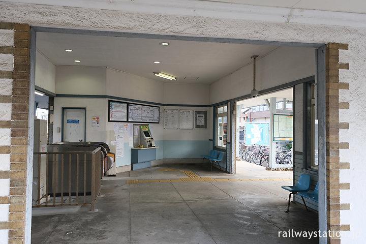 近鉄名古屋本線・鼓ヶ浦駅、駅舎内部の窓口跡と改札口