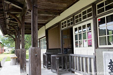 日中線・熱塩駅、駅舎ホーム側