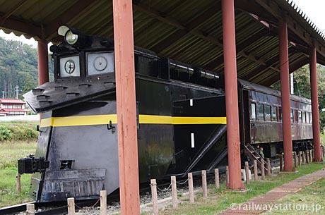 熱塩駅(現・日中線記念館)の静態保存車両、ラッセル車・キ287と客車オハフ61_2752。