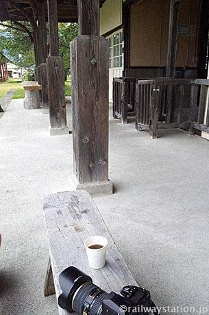 日中線・熱塩駅、保存されている古く趣き溢れる木造駅舎で一杯…