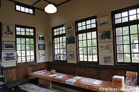 国鉄日中線・熱塩駅駅舎(現・日中線記念館)、開放された内部