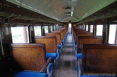 熱塩駅(日中線記念館)、旧型客車オハフ61の車内