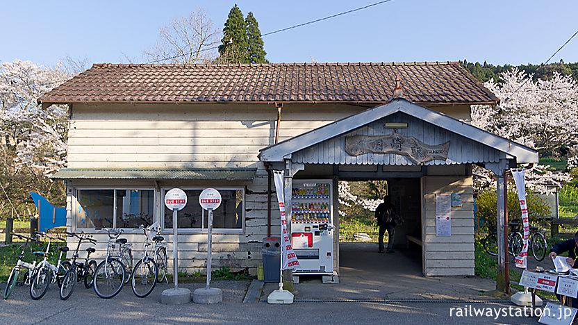 小湊鉄道・月崎駅、駅開業の1926年以来の木造駅舎