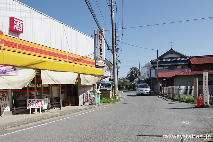 千葉県市原市、小湊鐡道・養老渓谷駅前の商店街