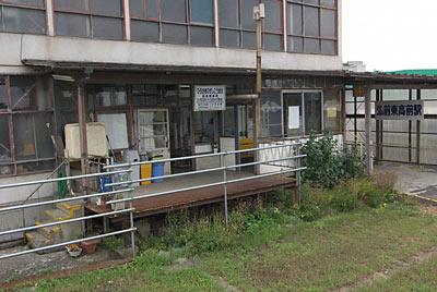 弘南鉄道・弘南線・弘前東高前駅、駅舎ホーム側