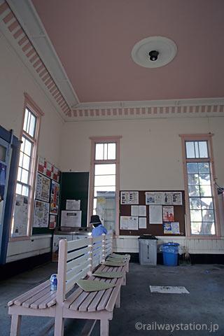 高松琴平電鉄・志度線・琴電屋島駅、ピンク色が似合う洋風駅舎