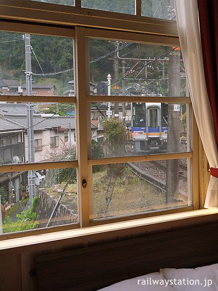 南海高野線・高野下駅舎ホテル、客室からの眺め