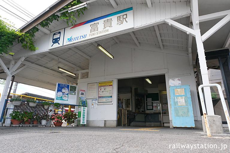 名鉄・富貴駅の木造駅舎、堂々たる造りの車寄せ