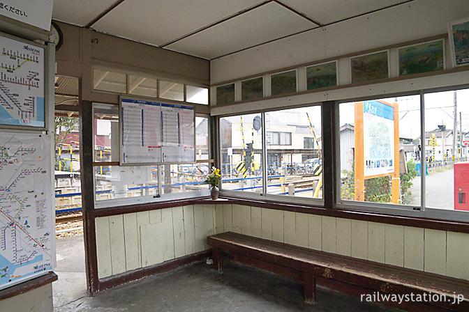 名鉄蒲郡線・西幡豆駅の木造駅舎、待合室