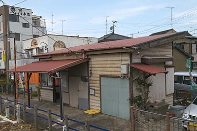名鉄蒲郡線・西幡豆駅の木造駅舎ホーム側