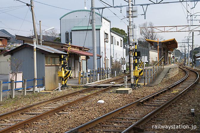 名鉄蒲郡線・西幡豆駅、プラットホームと駅舎、古いトイレ