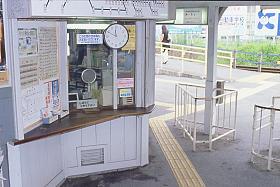 名鉄尾西線・奥町駅、改札口付近