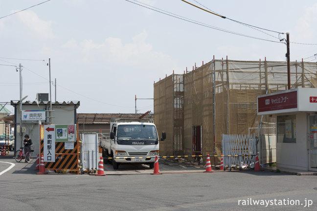 名鉄尾西線、駅舎建て替え中の奥町駅、左側が仮駅舎