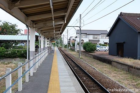 名鉄三河線・高浜港駅、現在は1面1線の棒線駅