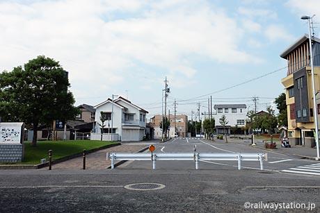 名鉄三河線・高浜港駅、駅前の風景