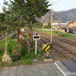 松代駅 (長野電鉄・屋代線)~構内踏切横の緑豊かな枯池~