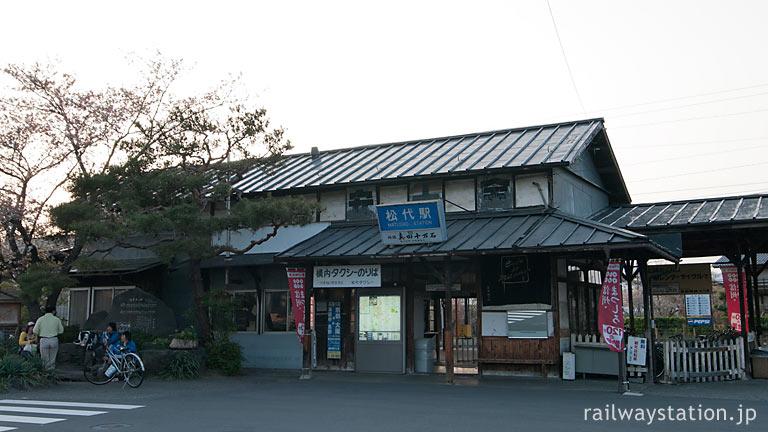 長野電鉄・屋代線・松代駅、開業の大正11年以来の木造駅舎