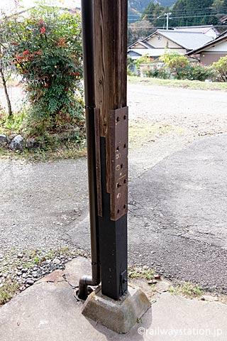 長良川鉄道・大矢駅の木造駅舎、修理され使われる木の柱