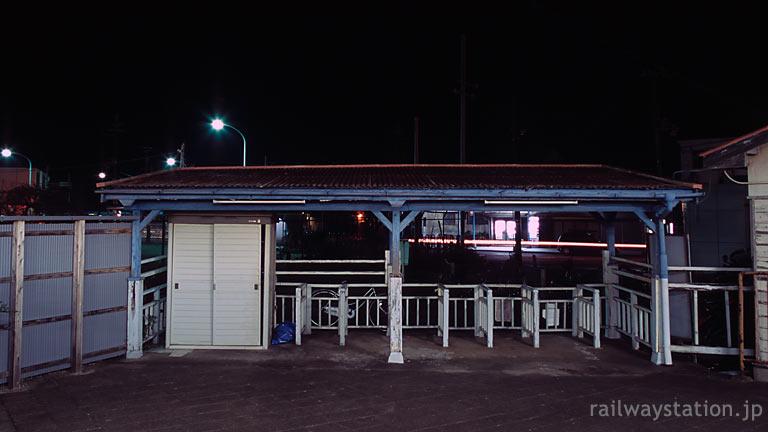 南海電鉄・多奈川駅・深日港駅、港を向いた駅舎外の改札口