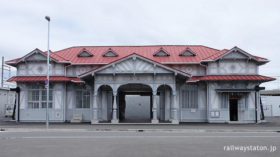 曳家が終わり暫定位置に置かれた浜寺公園駅駅舎