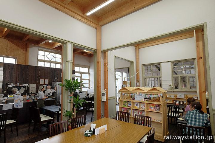 カフェとして活用される浜寺公園駅旧駅舎
