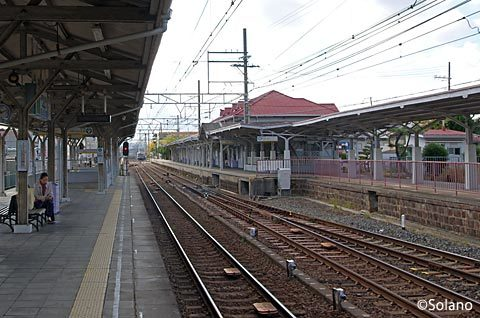 南海電鉄・浜寺公園駅、変わった配線のプラットホーム