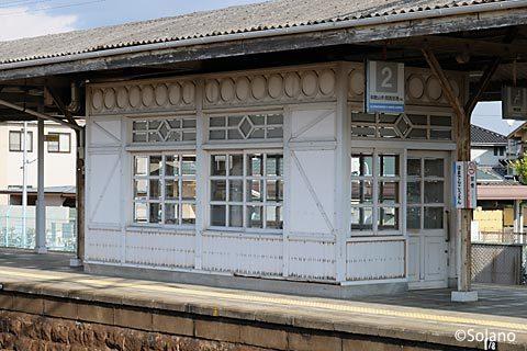 南海電鉄・浜寺公園駅、1・2番ホームにあるレトロな待合室