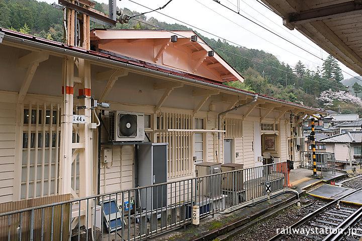 南海電鉄・高野下駅舎ホテル「NIPPONIA HOTEL 高野山 参詣鉄道」外観