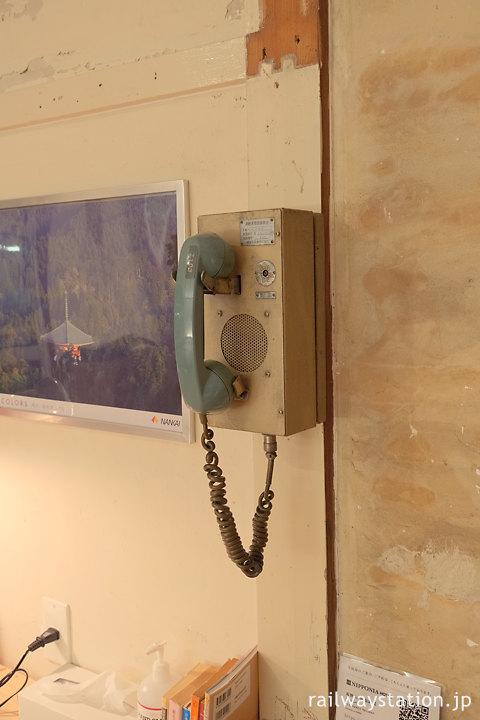 高野下駅舎ホテル室内の装飾、7100系列車無線機