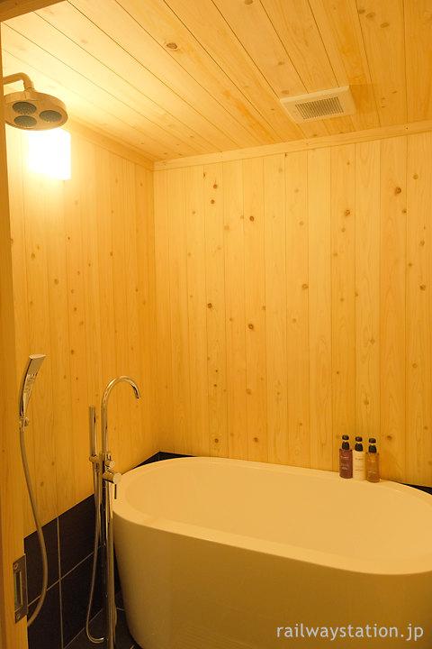 南海・高野下駅舎ホテル「高野」檜の壁が味わいあるお風呂