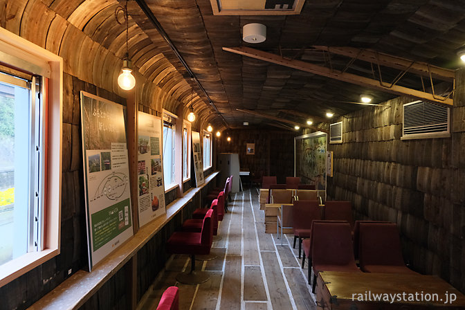 高野線九度山駅のおにぎり屋「おむすびスタンドくど」イートインスペース