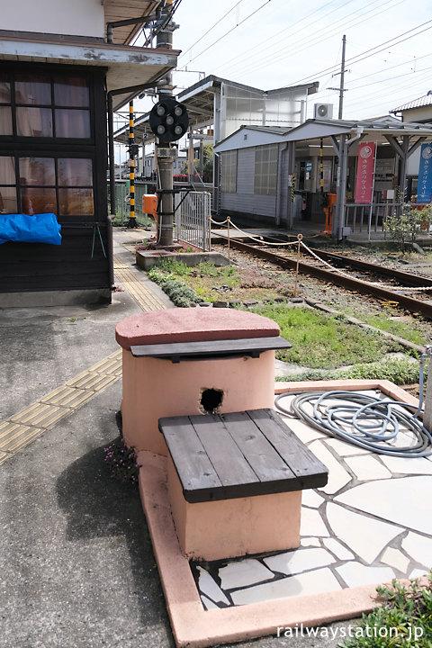 南海加太線・東松江駅、駅構内の井戸跡