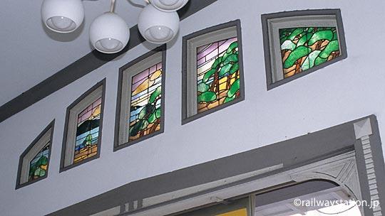 南海電鉄・本線、諏訪ノ森駅西駅舎のステンドグラス。このあたりのかつての海の風景。