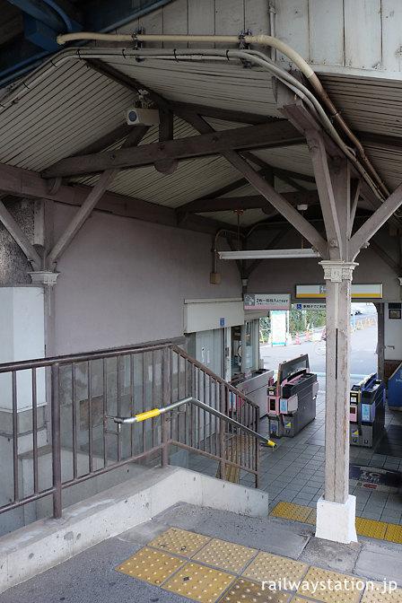 南海本線・諏訪ノ森駅、洋風の西駅舎、ホーム端改札口付近