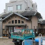 南海本線・諏訪ノ森駅、保存工事中の洋風木造駅舎